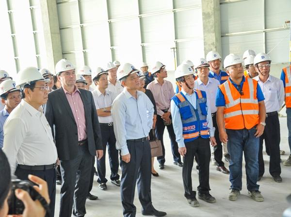 LEADERS OF DANANG CITY VISITING SUNSHINE AEROSPACE AVIATION COMPONENTS PLANT